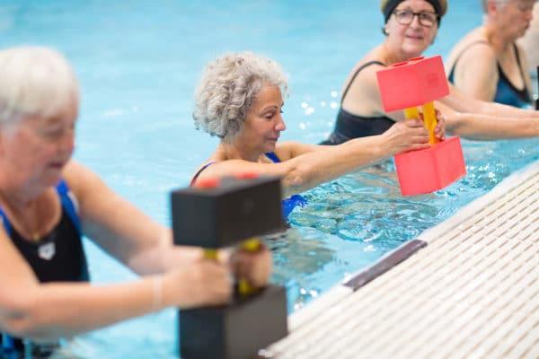 Cours d'une activité aquatique pour seniors chez Vital'Eau