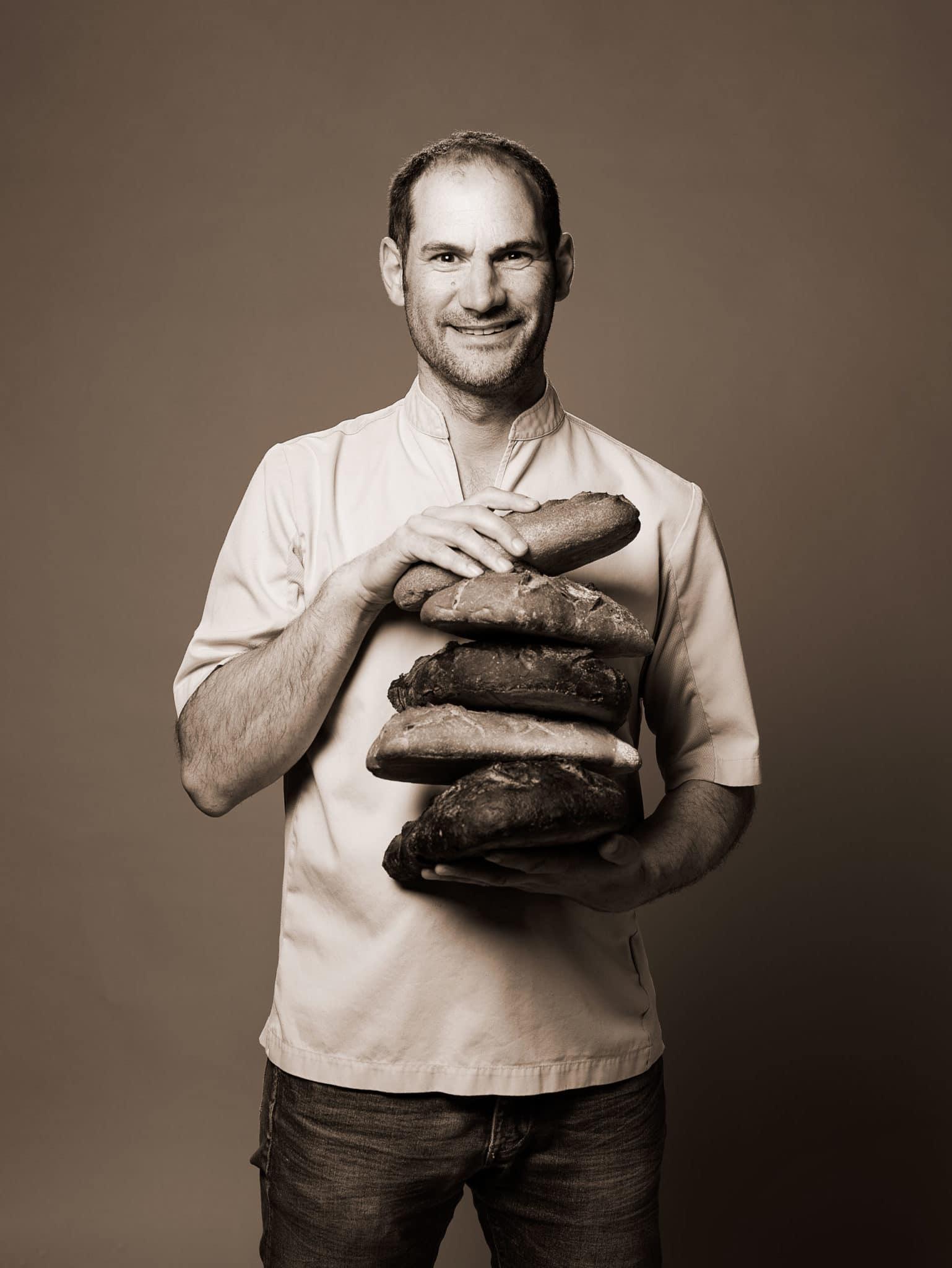 Portrait de Florian Besnier, artisan boulanger et propriétaire de trois boulangeries à Angers et Écouflant