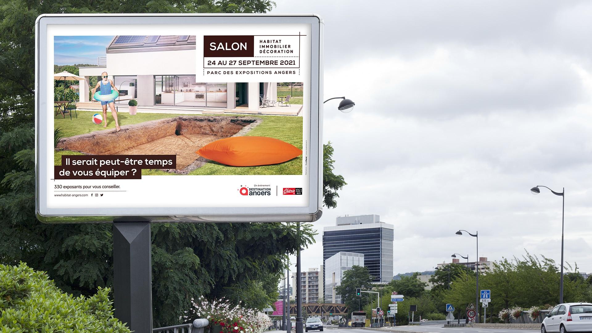 Mise en situation de l'affiche du salon de l'habitat en centre ville d'Angers
